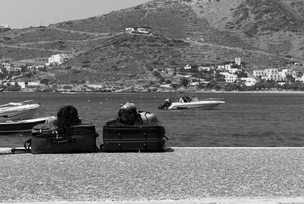 Τουρίστες κοιμούνται στο λιμάνι της Ίου