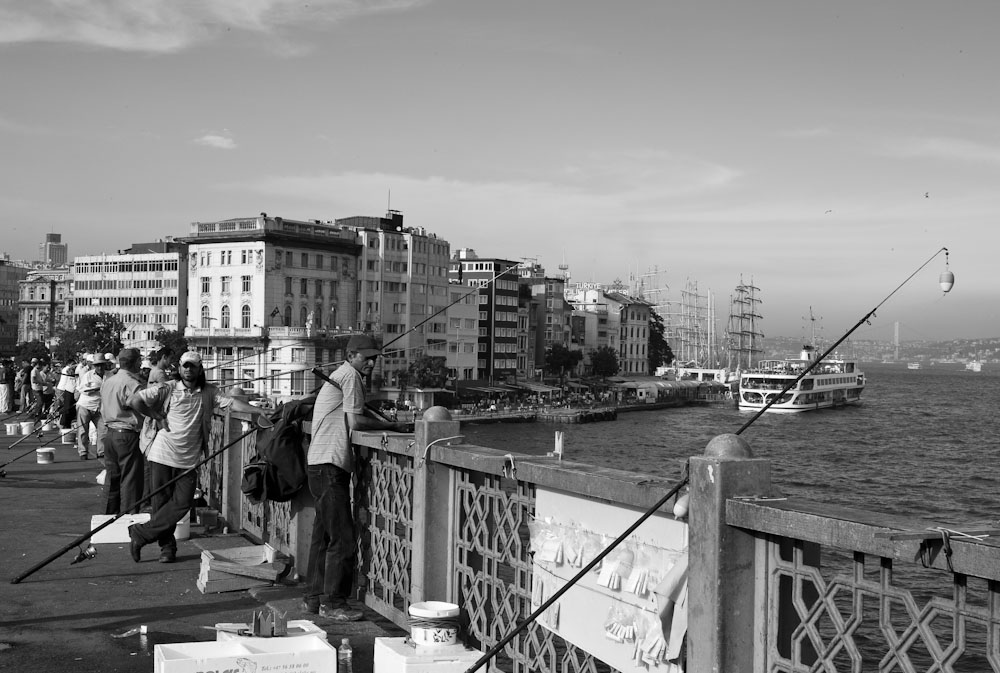 Ψαράδες στη γέφυρα του Γαλατά