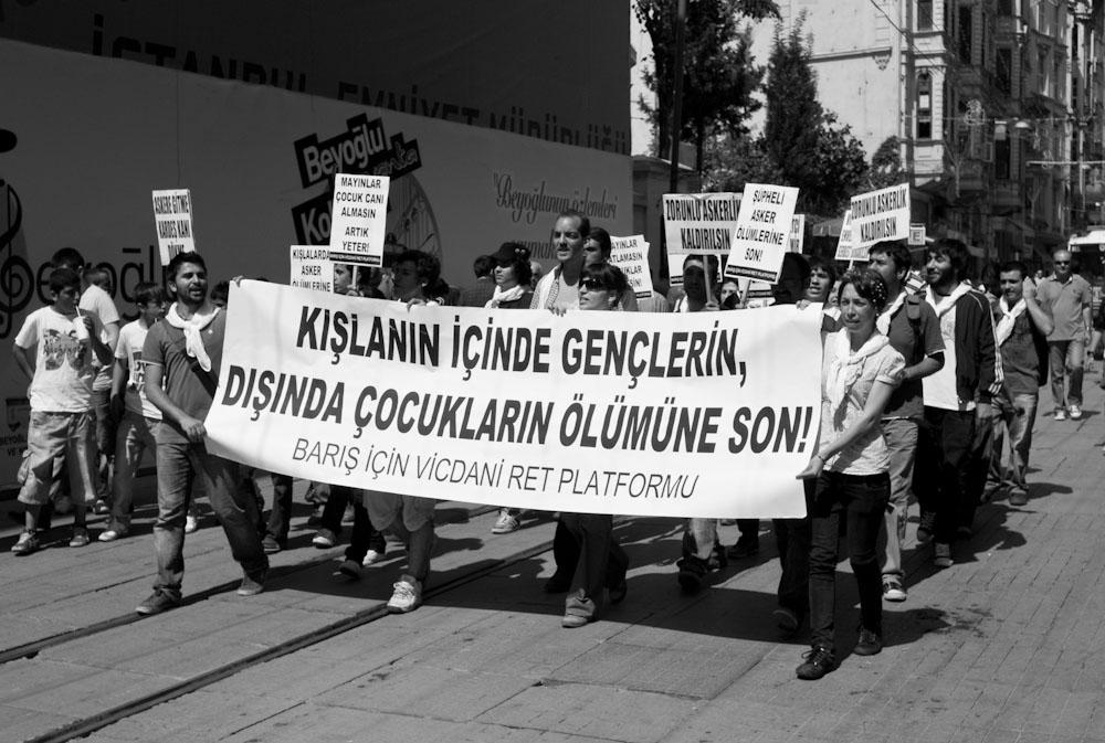 μικρή διαδήλωση την πλατεία Ταξίμ