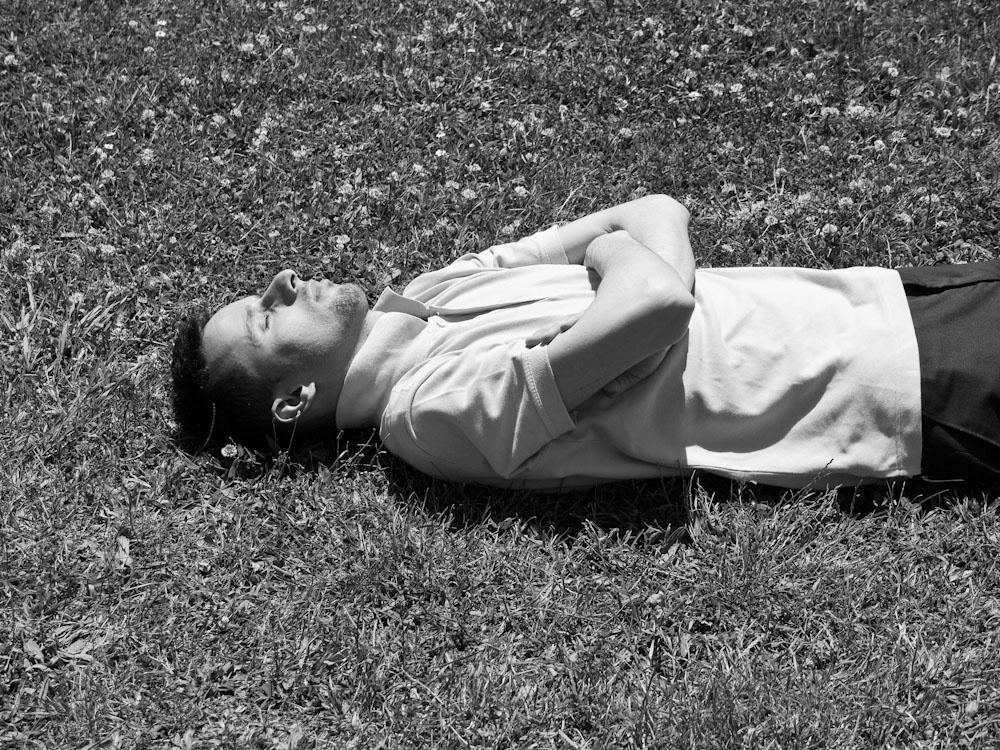 απολαμβάνοντας ήλιο και ζέστη σε κήπο του Τοπ Καπί