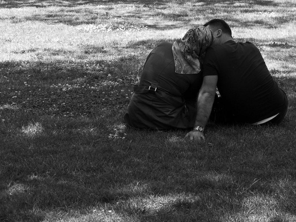 φιλί στο γρασίδι